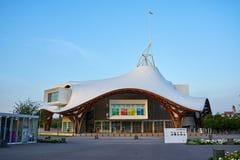 Metz Est, Francja, Czerwiec 2018/: Centre Metz, Francja Budynek jest muzeum nowożytny i dzisiejsze ustawy, gałąź obraz royalty free