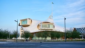 Metz Est, Francja, Czerwiec 2018/: Centre Metz, Francja Budynek jest muzeum nowożytny i dzisiejsze ustawy, gałąź obraz stock