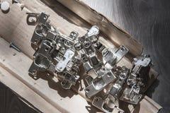 Meubilairassemblage Werkt binnen Metaal en plastic montage voor het opzetten royalty-vrije stock fotografie