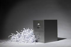 Meuble d'archivage et papier déchiqueté photographie stock libre de droits