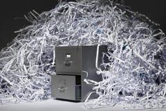 Meuble d'archivage et papier déchiqueté photo stock
