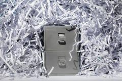 Meuble d'archivage et papier déchiqueté photos stock