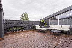 Meubles de jardin sur la terrasse images libres de droits