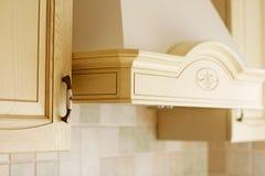 Meubles en bois classiques de cuisine Image stock
