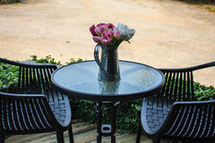 Meubles extérieurs des tables et des chaises Photo libre de droits