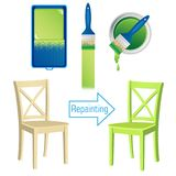 Meubles peignant le rouleau d'outils, la brosse, la boîte de la peinture et la chaise en bois peinte Image libre de droits