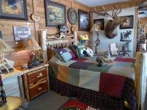 Meubles rustiques de chambre à coucher de société de meubles de bois de construction Image libre de droits