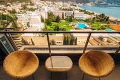 Meubles sur le balcon de l'appartement Images libres de droits