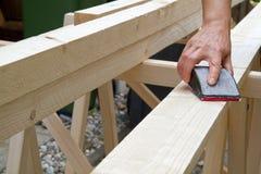 Meulage d'un faisceau en bois photographie stock libre de droits