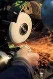 Meulage en métal photographie stock