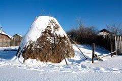 Meule de foin de l'hiver Photographie stock libre de droits