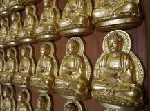 Meun Buddhasukkhavadi Corridoio con migliaia di piccole immagini di Buddha Fotografia Stock Libera da Diritti