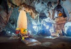 Meung sur la caverne, Chiang Mai, Thaïlande images libres de droits