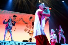 Meurent la bande d'éloge de coup sec et dur d'Antwoord de concert au festival de sonar Photos libres de droits