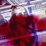 Meurtre pour le concept d'argent Dollars de sang comme symbole de terrorisme, Photo stock