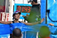 MEVROUW Yuko Mizuguchi won vrouwelijke 1st plaats bij de marathon van Vancouver De tijd is 02:41: 28 royalty-vrije stock fotografie