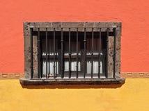 Mexicaans Koloniaal stijlvenster royalty-vrije stock afbeeldingen
