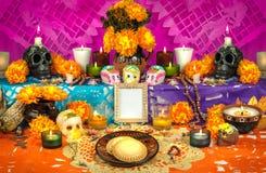 Mexicaanse dag van het dode altaar (Dia de Muertos) Stock Fotografie