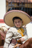 Mexicaanse jongen die sombrero dragen Royalty-vrije Stock Foto