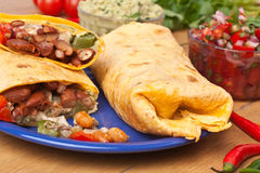 Mexicaanse kip en rundvleesfajitas Stock Foto's