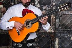 Mexicaanse musicimariachi in de studio royalty-vrije stock fotografie