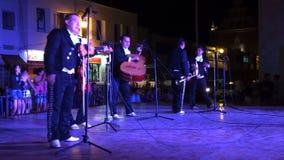 Mexicaanse Muziekband bij Nacht stock footage