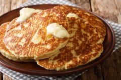 Mexicaanse pannekoeken Gorditas DE Azucar met boterclose-up op de lijst horizontaal royalty-vrije stock foto