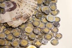 Mexicaanse peso'sbankbiljetten en muntstukken Stock Afbeeldingen