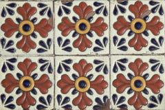 Mexicaanse stijl gekleurde talavera tegels royalty-vrije stock afbeeldingen