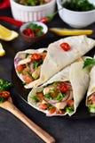 Mexicaanse taco's met het vullen en guacamole saus Stock Foto