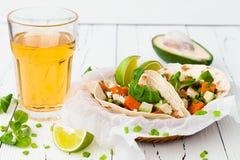 Mexicaanse taco's met vlees, bataten en cotijakaas stock afbeelding