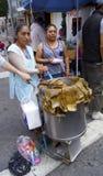 Mexicaanse tamales van de straatverkoper stock afbeeldingen