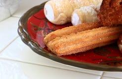 Mexicain Churros avec les klaxons crèmes et les danois Image stock