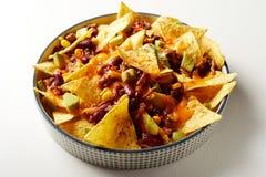 Mexicano chili con carne com nachos e queijo foto de stock