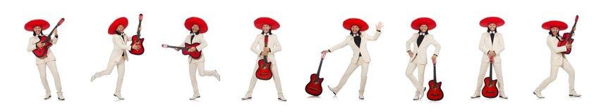 Mexicano divertido en el traje que sostiene la guitarra aislada en blanco fotos de archivo libres de regalías