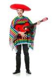 Mexicano joven divertido con la guitarra aislada en blanco imagenes de archivo