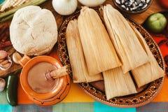Mexicanos der gefüllten Maismehltaschen, mexikanische Bestandteile der gefüllten Maismehltasche, würzige Nahrung in Mexiko lizenzfreie stockfotos