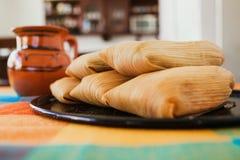 Mexicanos der gefüllten Maismehltaschen, mexikanische gefüllte Maismehltasche, würzige Nahrung in Mexiko lizenzfreie stockfotografie