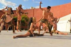 Mexicansk akrobatisk grupp på den kulturella festivalen Arkivbild