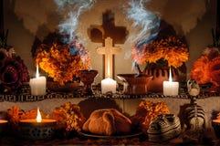Mexicansk dag av det döda altaret (Dia de Muertos) Fotografering för Bildbyråer