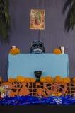 Mexicansk dag av det döda erbjudande altaret Royaltyfri Fotografi