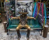 mexicansk Gunslingerstaty för 5th aveny framme av plantagetequilaen i Playa Del Carmen, Mexico Royaltyfria Bilder