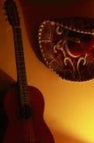Mexicansk hatt och gitarr Arkivfoton
