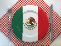 Mexicansk kokkonst eller mexikanskt restaurangbegrepp Platta med flaggan av Mexico med kniven och gaffeln vektor illustrationer