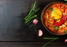 Mexicansk mat - huevosrancheros Ägg som tjuvjagas i tomatsås Arkivbilder