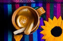 Mexicansk stansmaskin på färgrikt ta sig en tupplur fotografering för bildbyråer