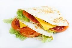 Mexicansk traditionell mat - quesadillias stänger sig upp menyfoto för bästa sikt royaltyfri bild