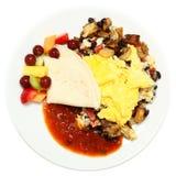 Mexicanska ägg med salsa, potatisar, frukt Arkivbilder
