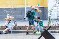 Mexicanska fotbollsfan på gatorna av samaraen under fotbollvärldscupen 2018 Arkivbilder