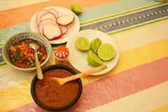 Mexicanska såser/limefrukter/rädisor på tabellen Fotografering för Bildbyråer